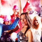 Как танцевать с девушкой на вечеринке?
